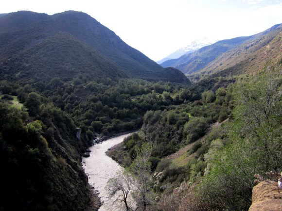 Maipo River, where many locals have tourist, recreational and agricultural activities, and at the same time an hydroelectrical company wants to build a Power Plant.